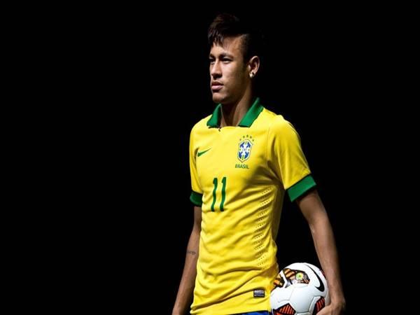 Neymar trong màu áo tuyển Brasil