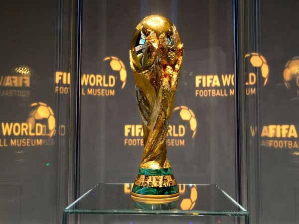 Ai là người tạo ra cup vàng World Cup