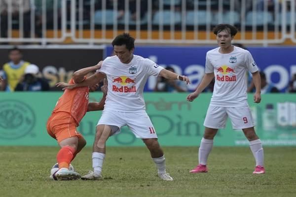 Bóng đá Việt Nam 16/3: Văn Toàn báo tin 'dữ' cho HAGL