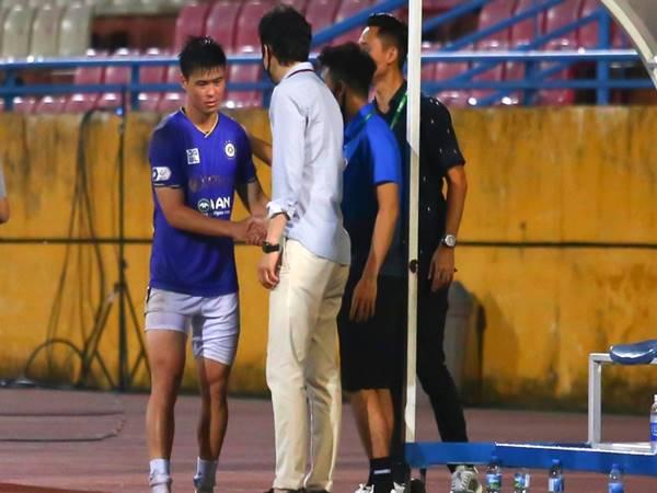 Bóng đá VN 4/5: Trung vệ Duy Mạnh bất ngờ gặp chấn thương
